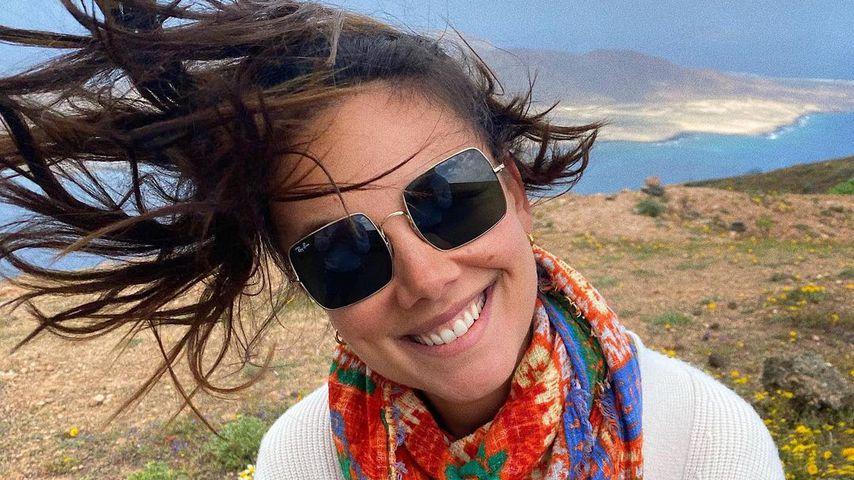 Völlig durch den Wind? Janina Uhse teilt Pic mit Sturmfrisur