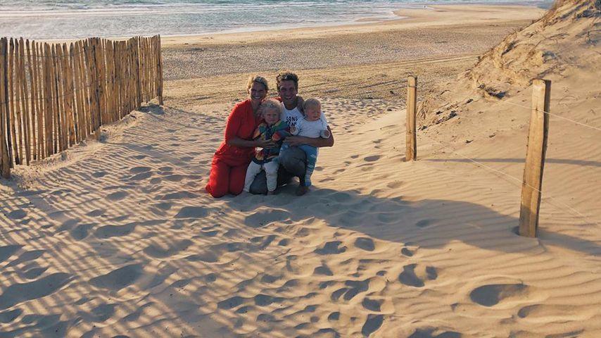 Janni und Peer Kusmagk mit ihren Kindern Emil-Ocean und Yoko im Jahr 2020