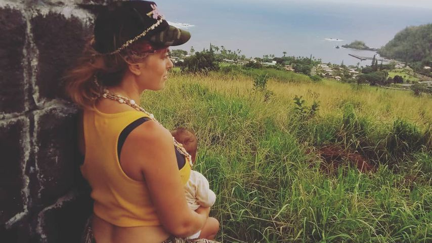 Jasmin Tawil mit ihrem Sohn Ocean Malik auf Hawaii