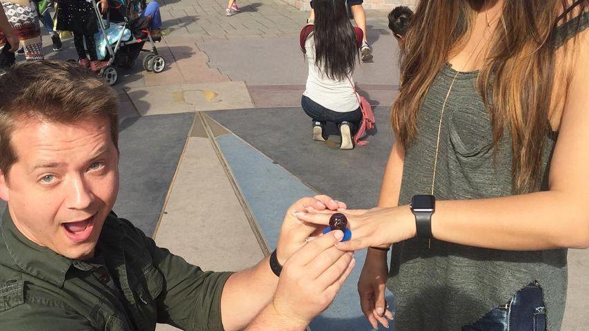 Jason Earles und Katie Drysen im Disneyland