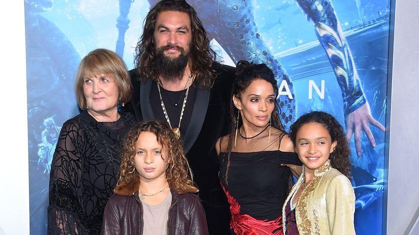 """Jason Momoa mit seiner Familie bei der """"Aquaman""""-Premiere"""