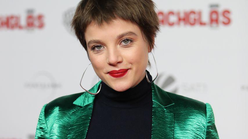 """Jella Haase auf der Premiere von """"Vielmachglas"""" im März 2018 in Köln"""