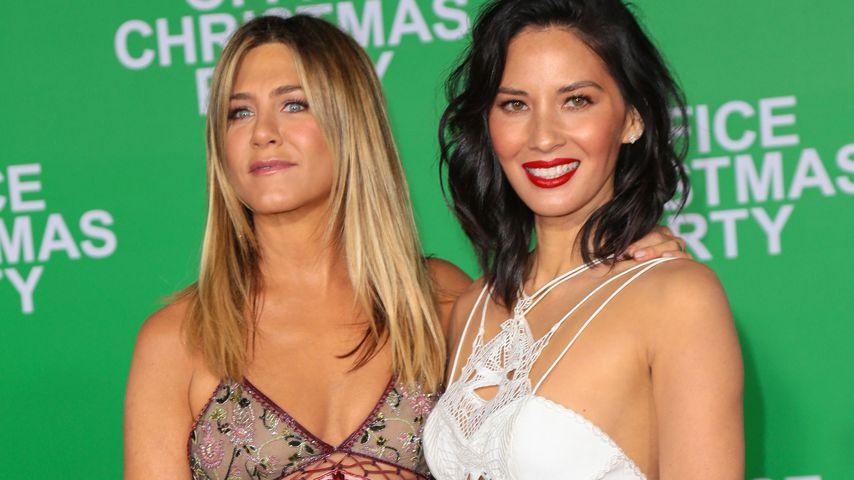 Jennifer Aniston und Olivia Munn bei einer Premiere in Los Angeles