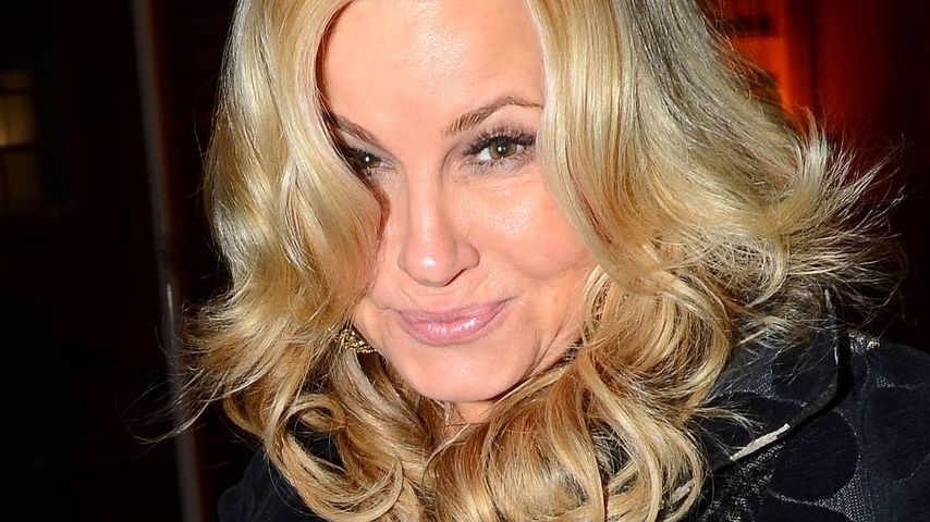 "Jennifer Coolidge: ""Stiflers Mom"" statt Reisepass"