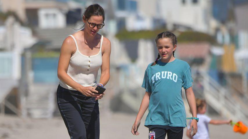 Jennifer Garner mit ihren Kindern Samuel und Seraphina im Juli 2020 in Malibu