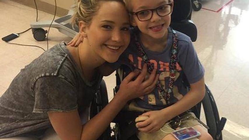 Rührende Bilder: Jen Lawrence überrascht schwerkranke Kids