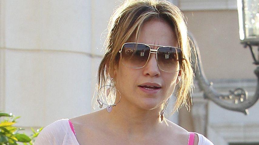 Jennifer Lopez im durchsichtigen Shirt unterwegs