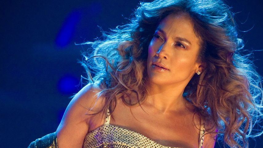 Jennifer Lopez präsentiert ihr sexy Sixpack!