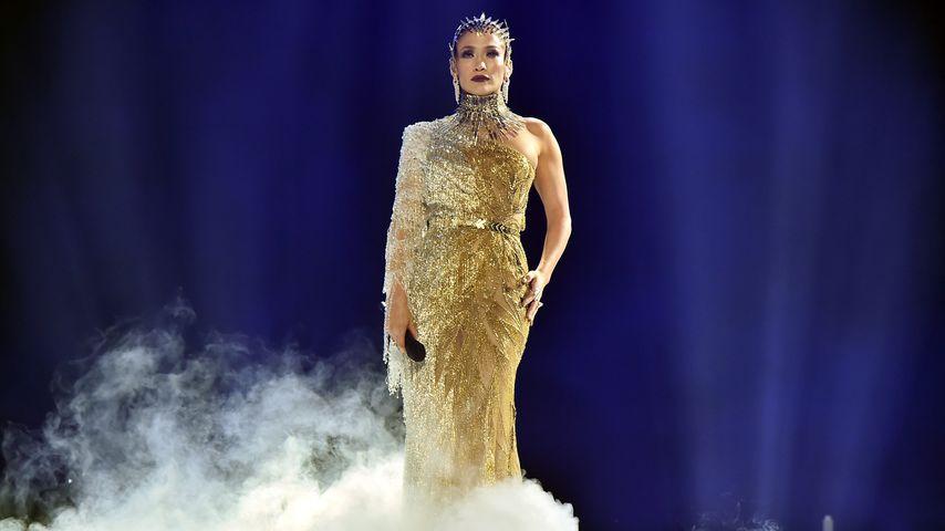 Wow! Jennifer Lopez verzaubert im goldenen Glitzer-Dress