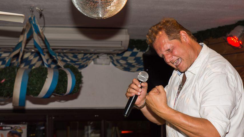 Jens Büchner bei einem Auftritt in Krümels Stadl auf Mallorca