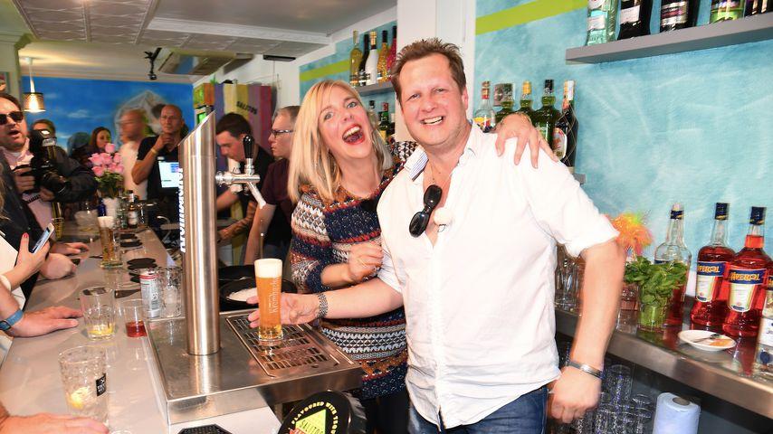 Jens Büchner und seine Frau Daniela bei der Eröffnung seines Fan-Cafés
