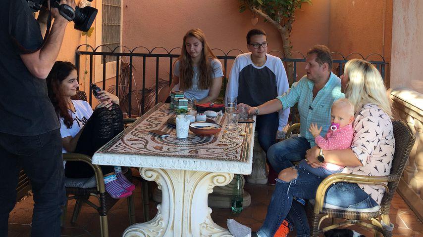Wegen Café: Müssen Jens Büchners Kids zu viel mit anpacken?