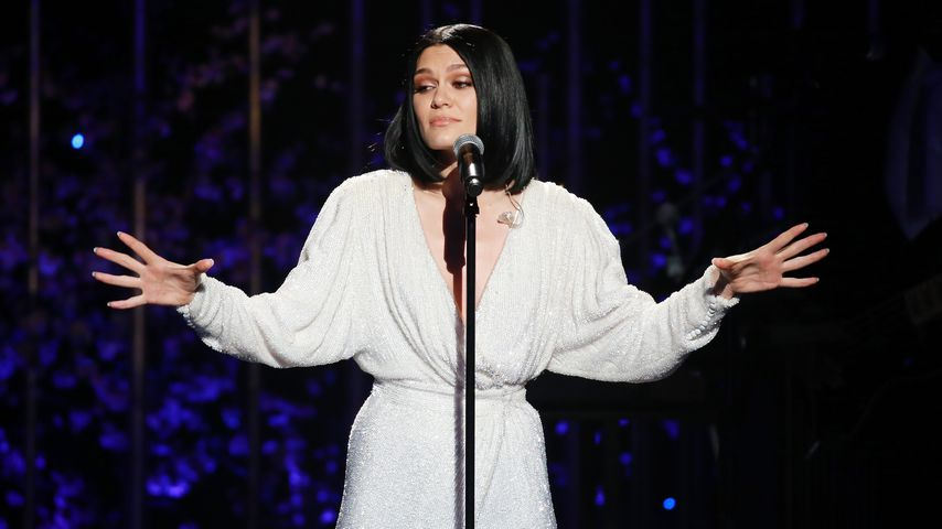 Stylebattle: Sexy Kelly Brook vs. bunte Jessie J