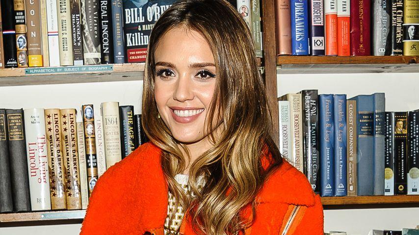 Gegen die Kälte: Jessica Albas leuchtender Style