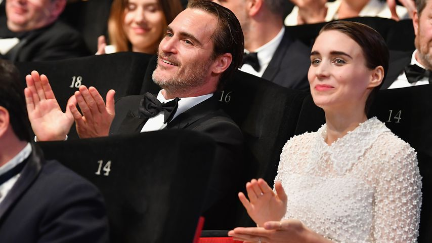 Endlich offiziell: Joaquin Phoenix & Rooney Mara verknallt!