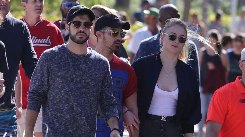 Es wird ernst! Joe Jonas & Sophie Händchen haltend gesichtet