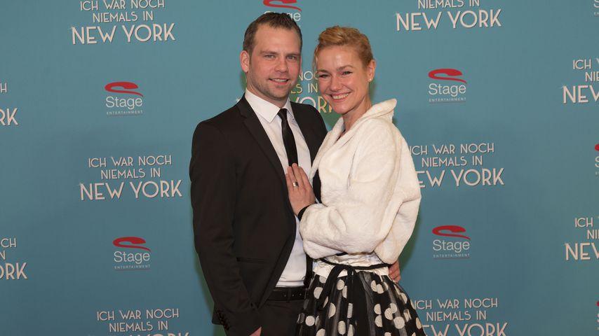 """Jörg Vennewald und Rhea Harder bei der """"Ich war noch niemals in New York""""-Premiere in Hamburg"""