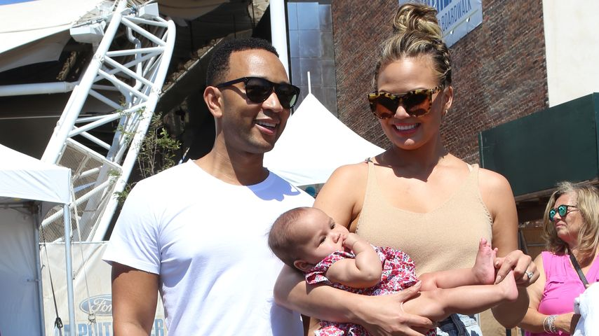 "John Legend, Chrissy Teigen und Luna beim ""2016 Sports Illustrated Summer Of Swim Fan Festival"""