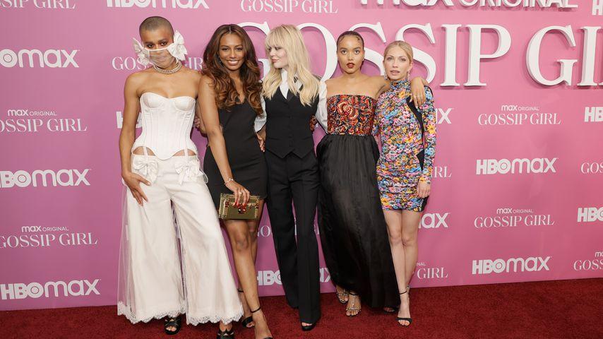 """Der Cast der """"Gossip Girl""""-Neuauflage bei der Premiere im Juni 2021"""