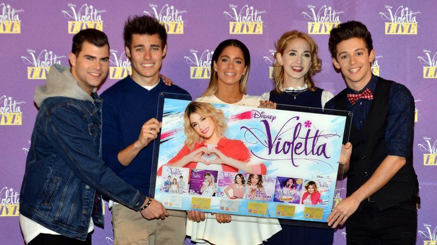 Jorge Blanco und der Cast von Violetta