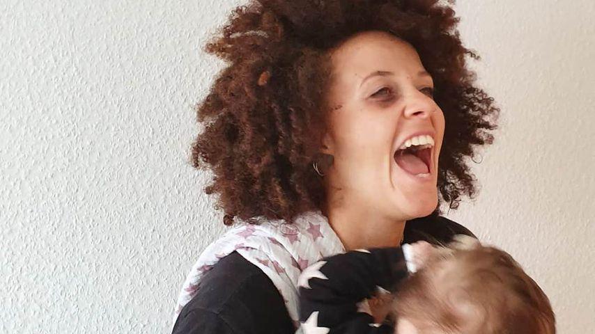 Joy Lee Juana Abiola-Müller mit ihrem Sohn