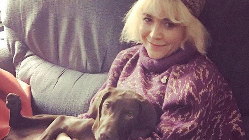 Julia Kebbel mit ihrem Hund Cindy Crawford
