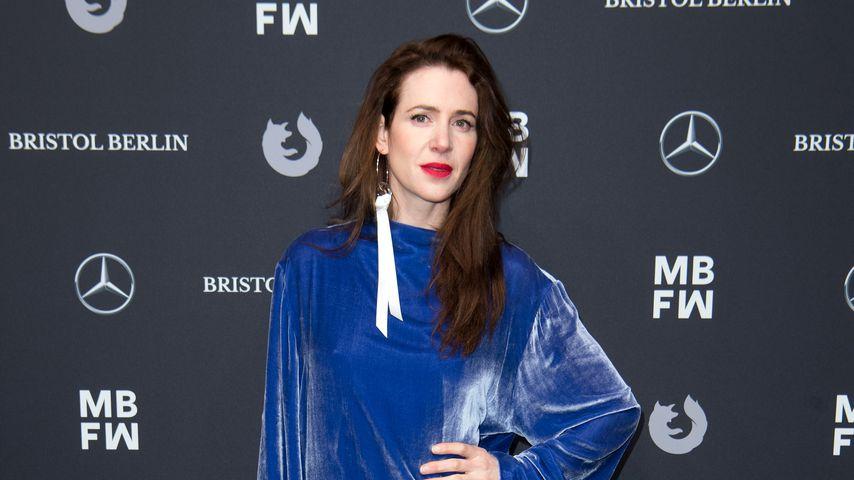 Schauspielerin Julia Malik auf der Bogner-Fashionshow in Berlin