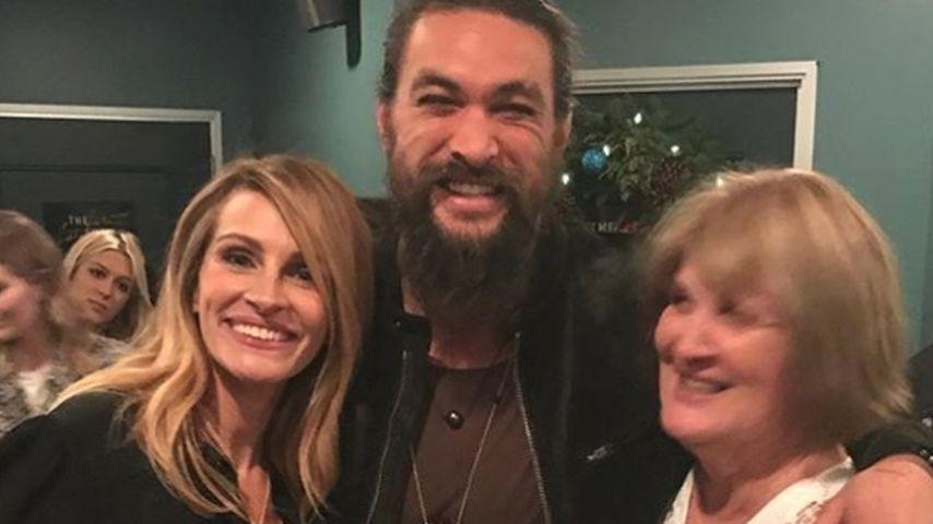 Jason Momoa hat Date mit Julia Roberts und seiner Mama