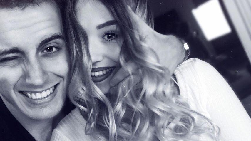 YouTube-Bibi wird zur Mumie: Julian gipst seine Freundin ein