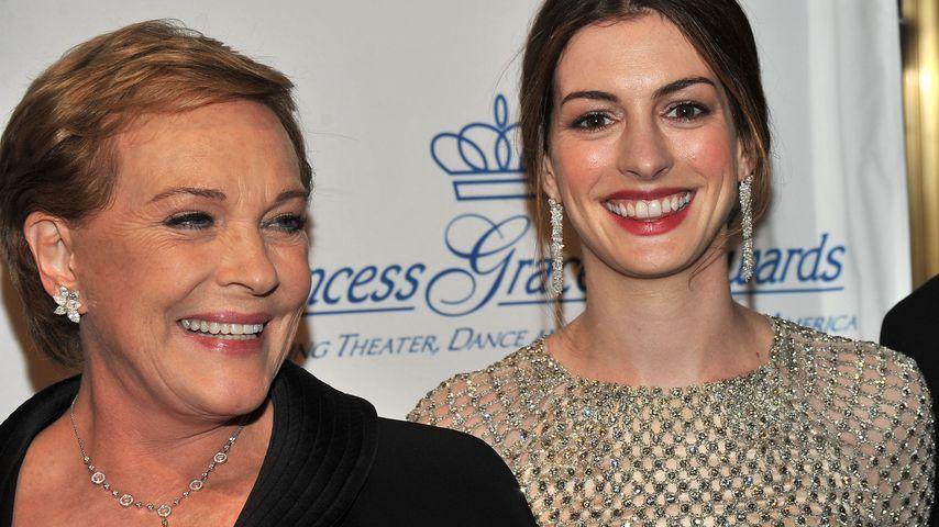 Julie Andrews und Anne Hathaway, November 2011