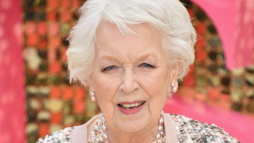 Die britische Film-Ikone June Whitfield (93) ist verstorben!