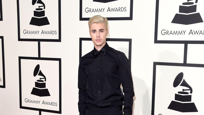 Justin Bieber auf dem Red Carpet der Grammys 2016