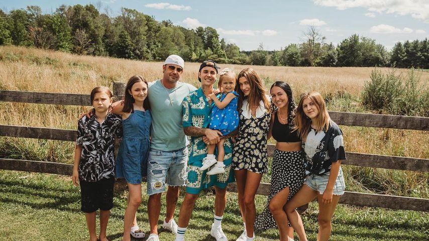 Justin Bieber (m.) mit seiner Patchworkfamilie