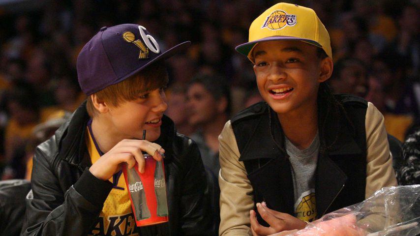 Justin Bieber und Jaden Smith bei einem Basketballspiel im Oktober 2010
