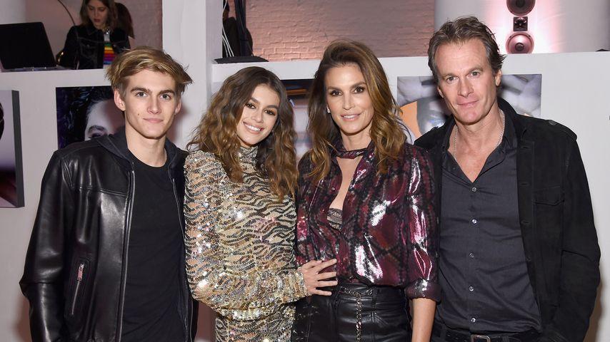 Kaia Gerber mit ihrem Bruder Presley und ihren Eltern Cindy Crawford und Rande Gerber, Februar 2017