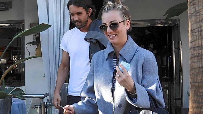 Knödelchen-Look! Kaley Cuoco macht einen auf Miley