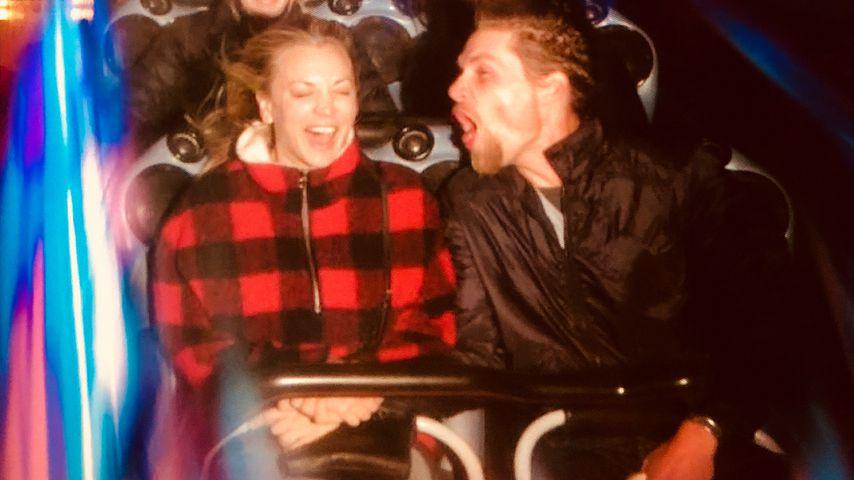 Kaley Cuoco und Karl Cook im Disneyland