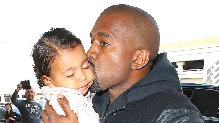 Rapper Kanye West mit Tochter North West 2015 in Los Angeles