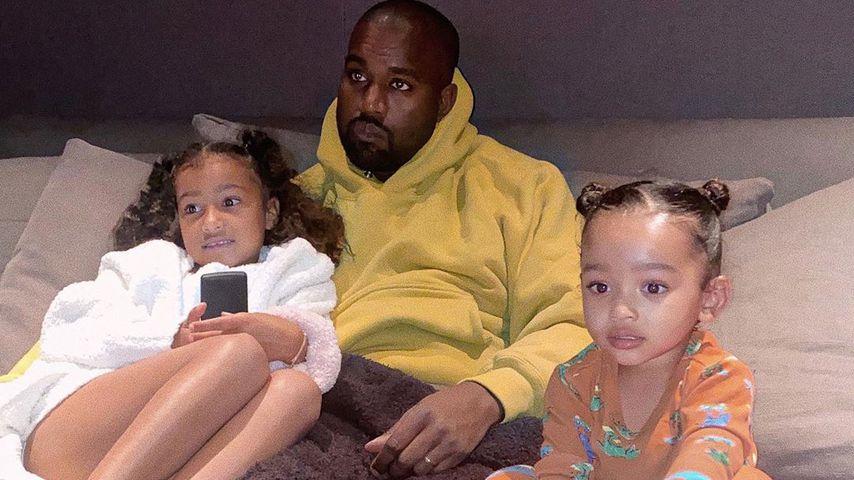 Kanye West mit seinen Töchtern North und Chicago