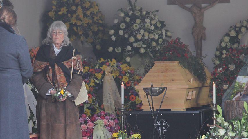 Karin Rauch bei der Trauerfeier ihres Mannes Siegfried