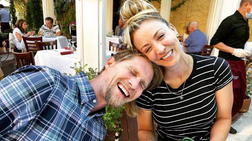 Grinsebacken! Kaley Cuoco genießt Date-Night mit ihrem Karl
