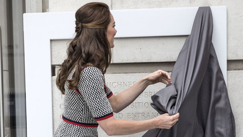 Herzogin Kate eröffnet einen neuen Teil im Victoria and Albert Museum in London