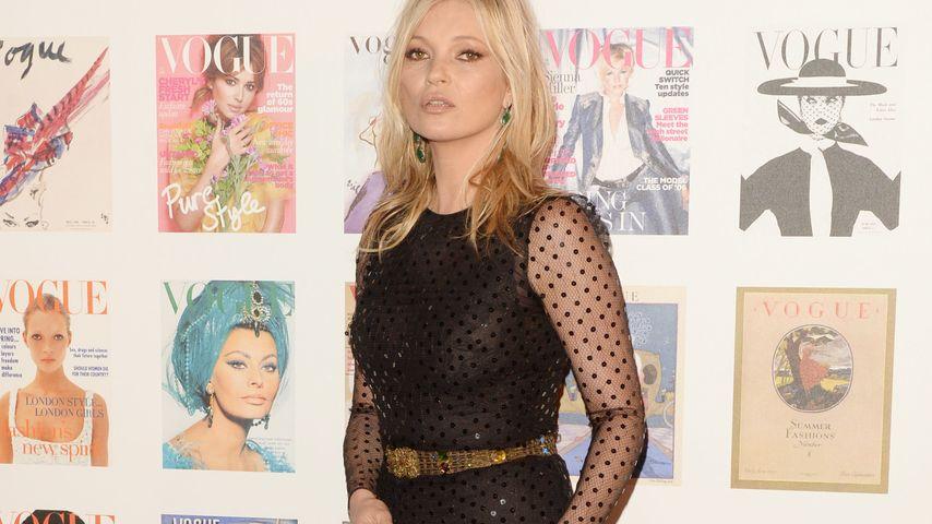 Kate Moss auf dem Red Carpet beim British Vogue 100th Anniversary Gala Dinner