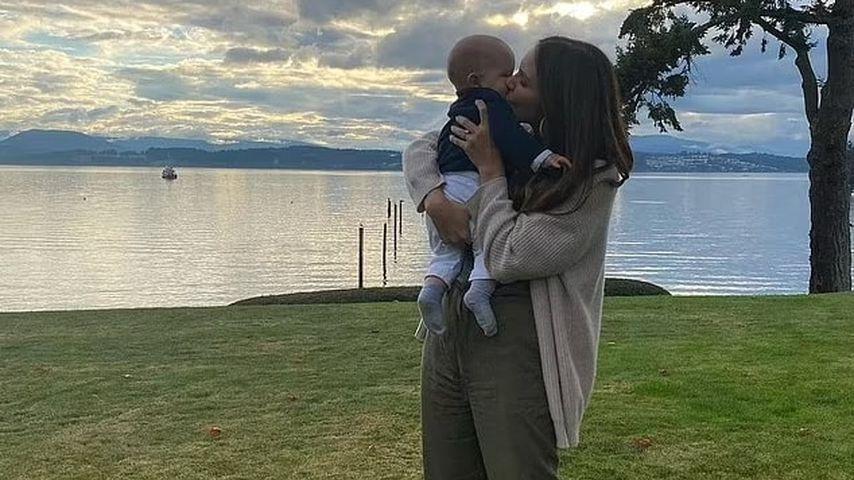 """""""Smash""""-Star Kat McPhee zeigt erstmals Gesicht ihres Babys"""