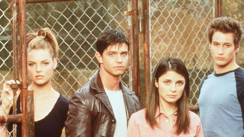 """Katherine Heigl, Jason Behr, Shiri Appleby und Brendan Fehr in """"Roswell"""""""