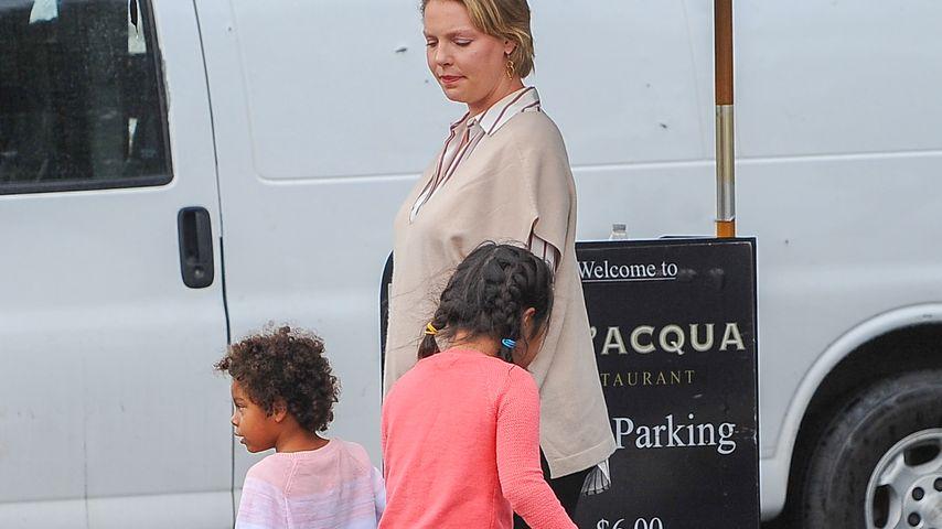 Schauspielerin Katherine Heigl mit ihren Töchtern Naleigh und Adalaide