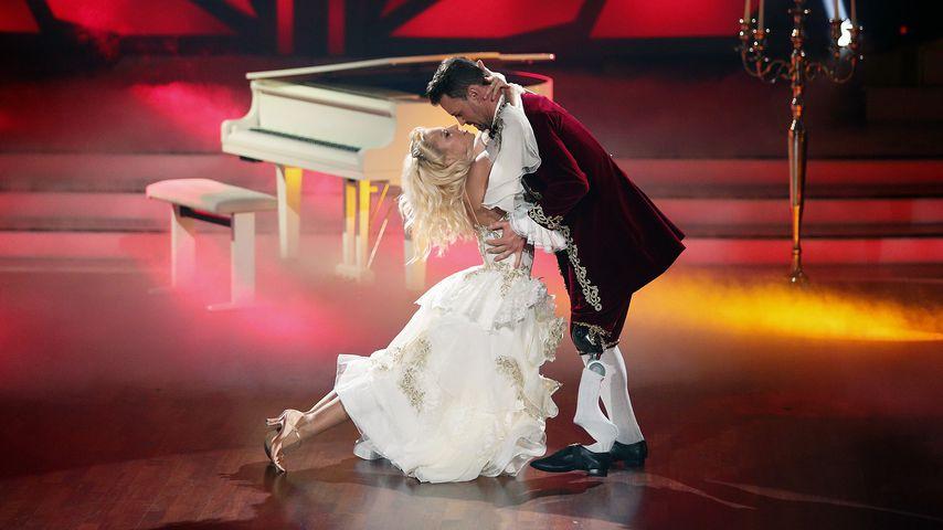 """Kathrin Menzinger und Heinrich Popow in der 6. Show von """"Let's Dance"""""""