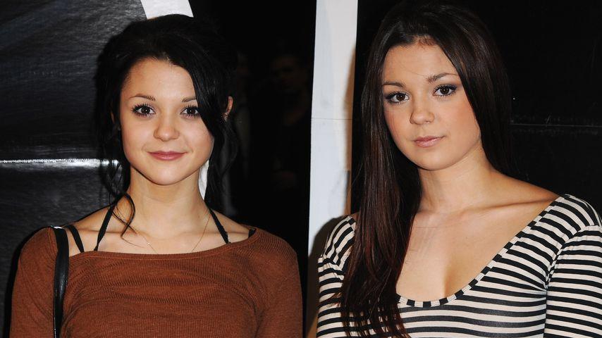 Kathryn Prescott und ihre Zwillingsschwester Megan im Jahr 2010