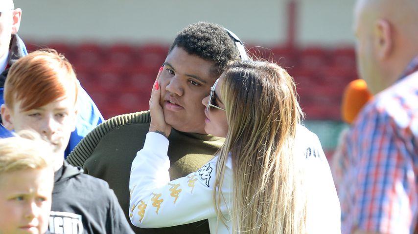 Katie und Harvey Price bei einem Fußballspiel