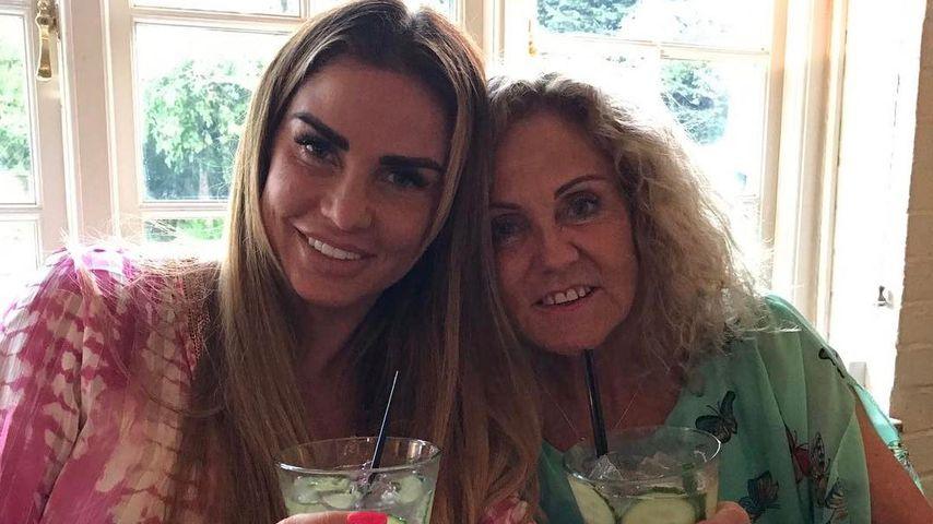 """Katie Price im """"letzten Urlaub"""" mit ihrer todkranken Mom"""